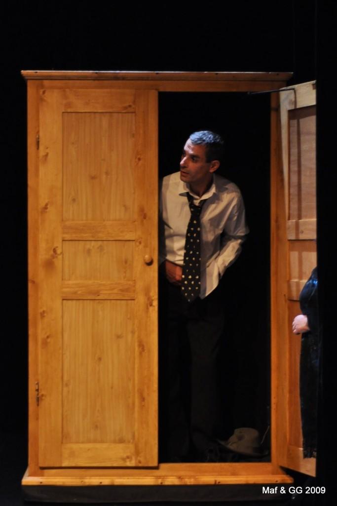Armoire démontable. Le Malade imaginaire.  Bernard Faure. Rouge banane Théâtre 2009
