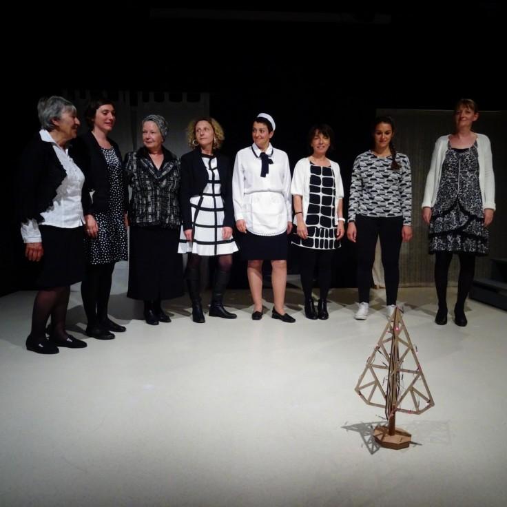 Huit femmes. Photo G. Dieppedalle